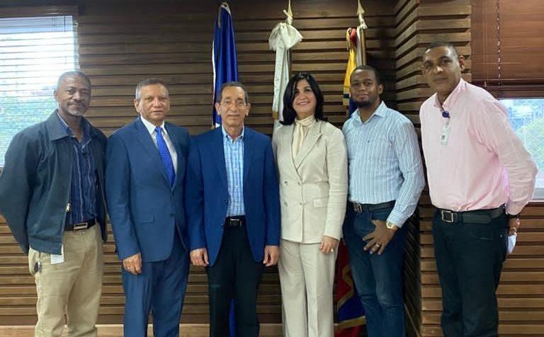 Julian Montaño, Leonardo Aguilera, Nestor Rodriguez, Ana Pou, Rafel Beltré y Julio Encarnación